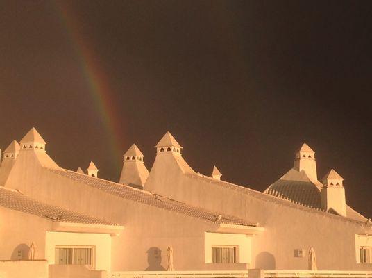 arce en ciel sur les toits d'Estepona
