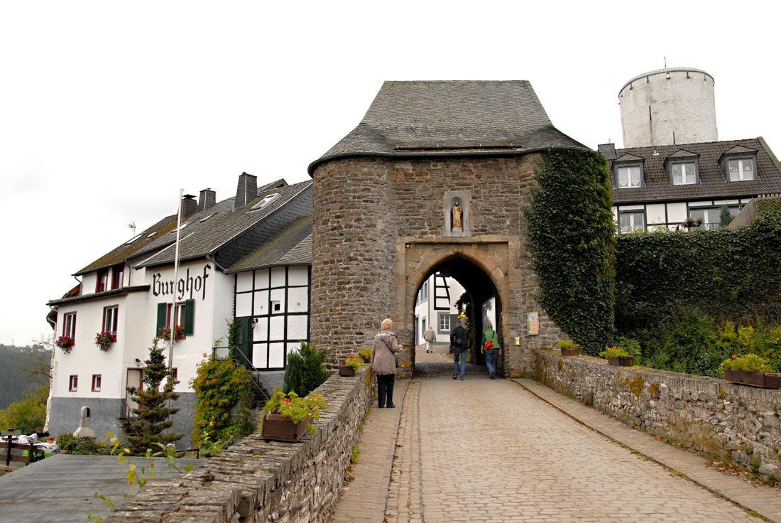 Archäologietour Nordeifel 2. Burg und Dorf Reifferscheid
