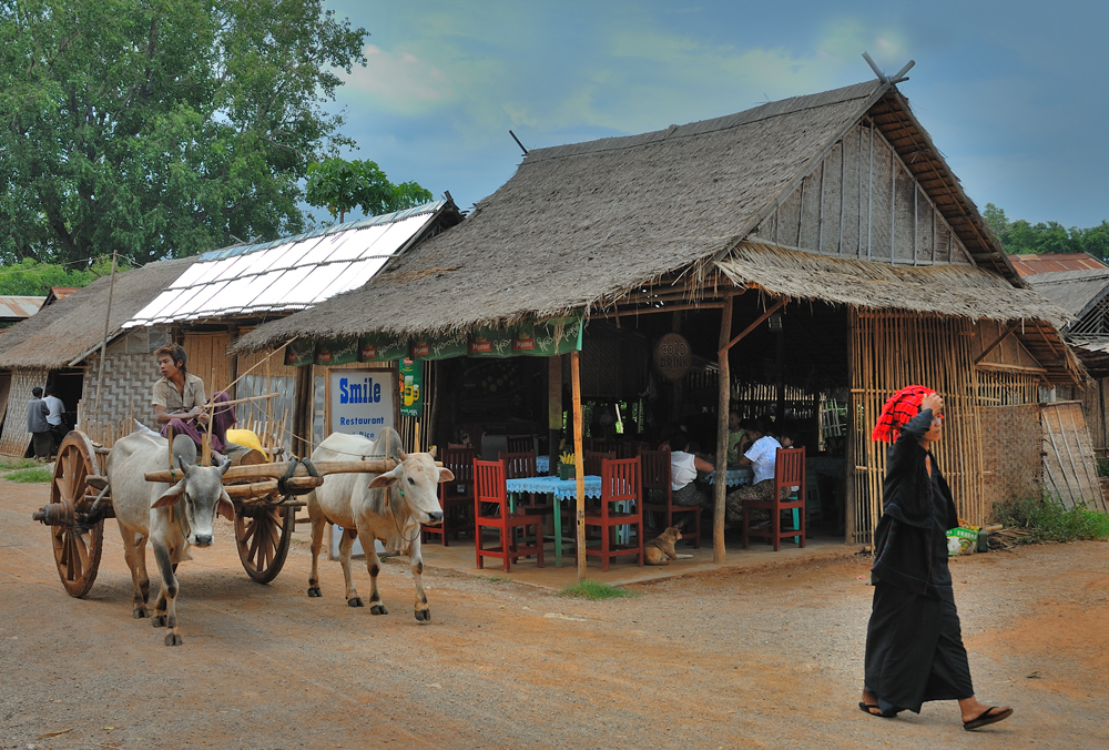 Archaic scene in Inn Dein at Inle Lake