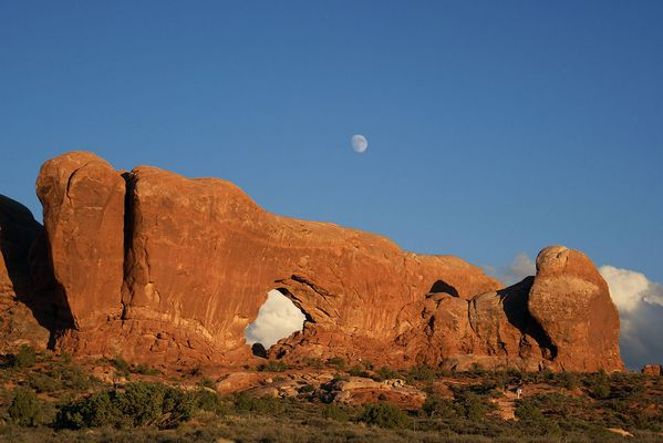 Arches National Park: Window at sunset