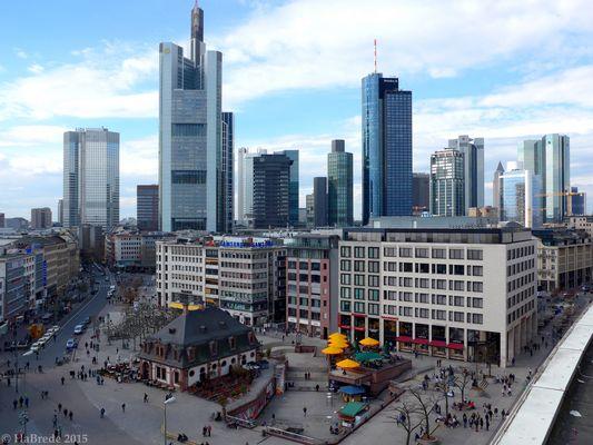 Architektonische Kontraste in Frankfurt am Main