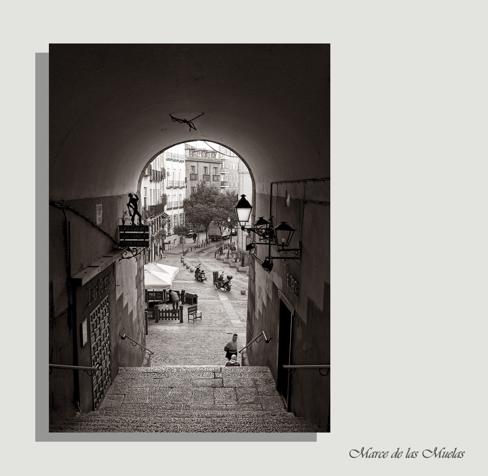 ...Arco de Cuchilleros...