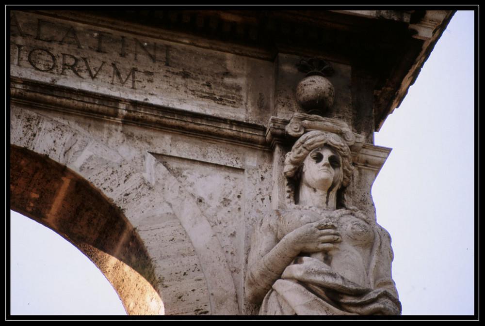 Arco di Adriano - Detail
