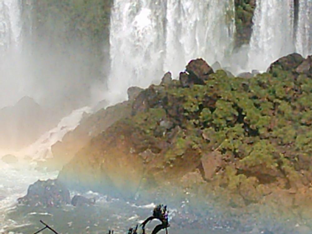 Arco Iris y caida de agua