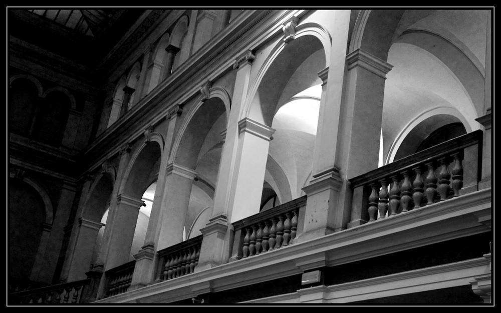 Arcs en ciel en noir et blanc