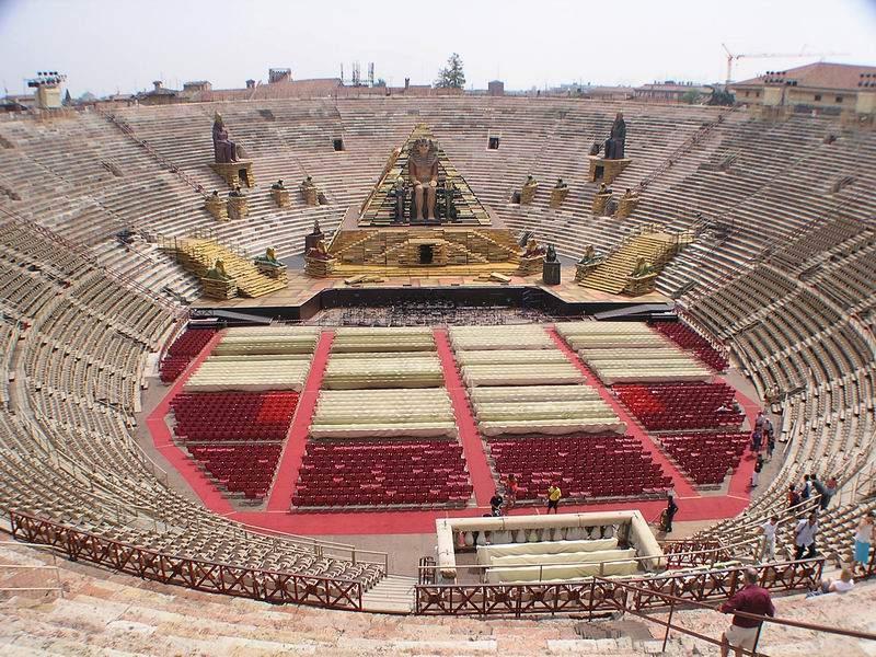 Arena im Carmen-Fieber