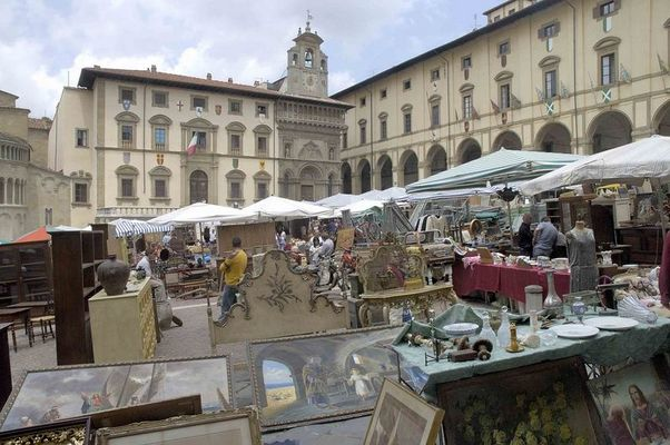 Arezzo Antiquitätenflohmarkt