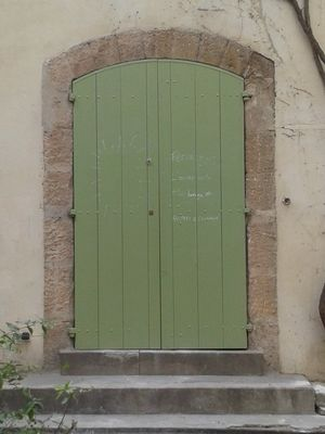 Arles green door