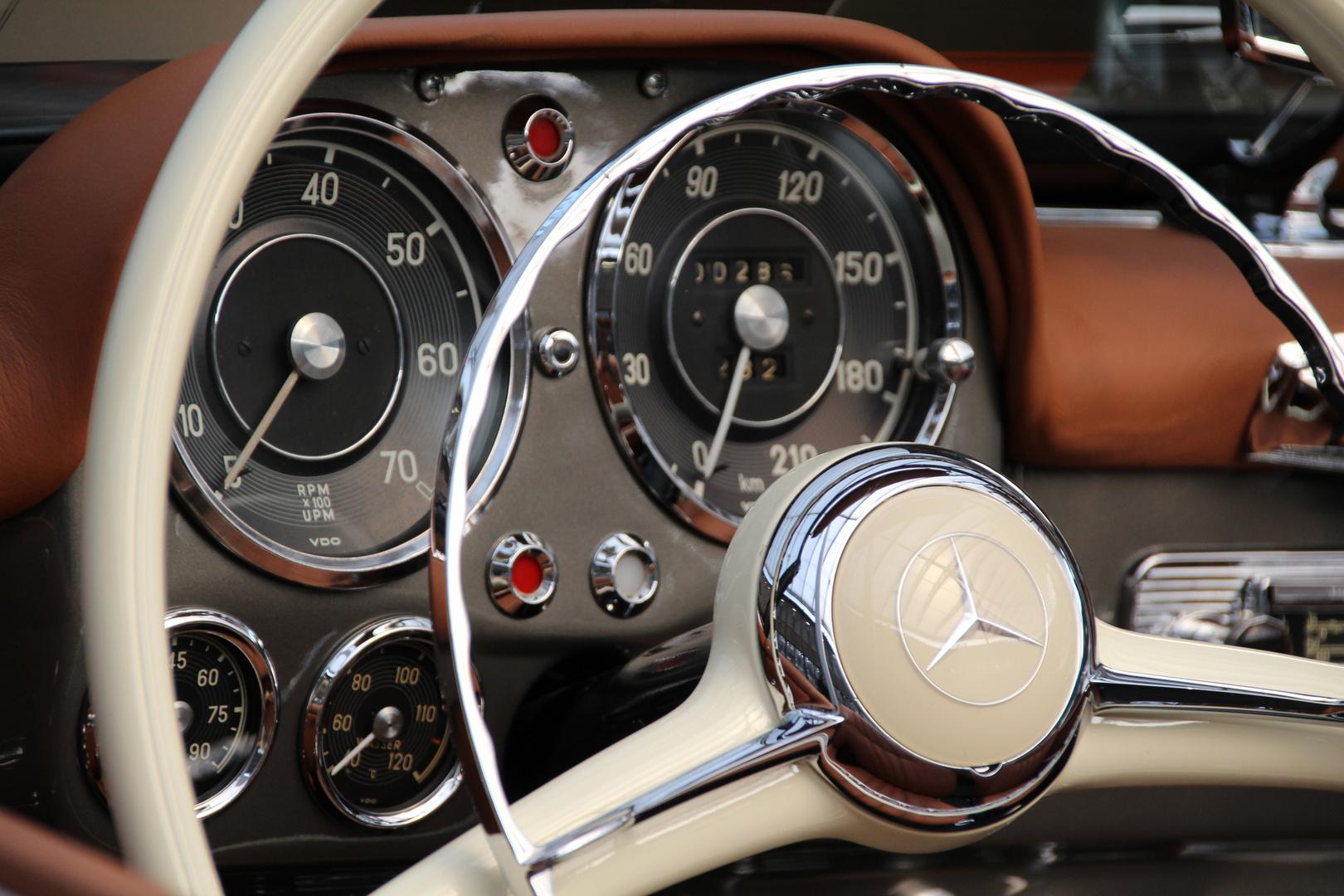 Armaturenbrett oldtimer  Armaturenbrett vom 190 SL Foto & Bild | autos & zweiräder ...