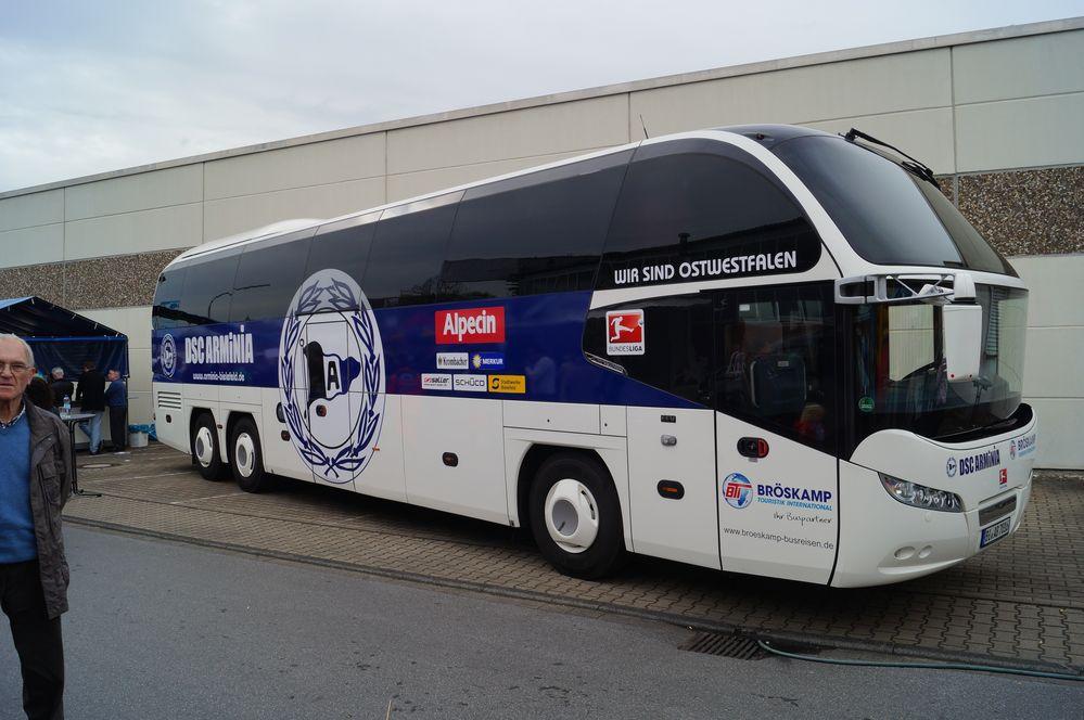 arminia bielefeld mannschaftsus foto bild bus nahverkehr bus verkehr fahrzeuge bilder. Black Bedroom Furniture Sets. Home Design Ideas