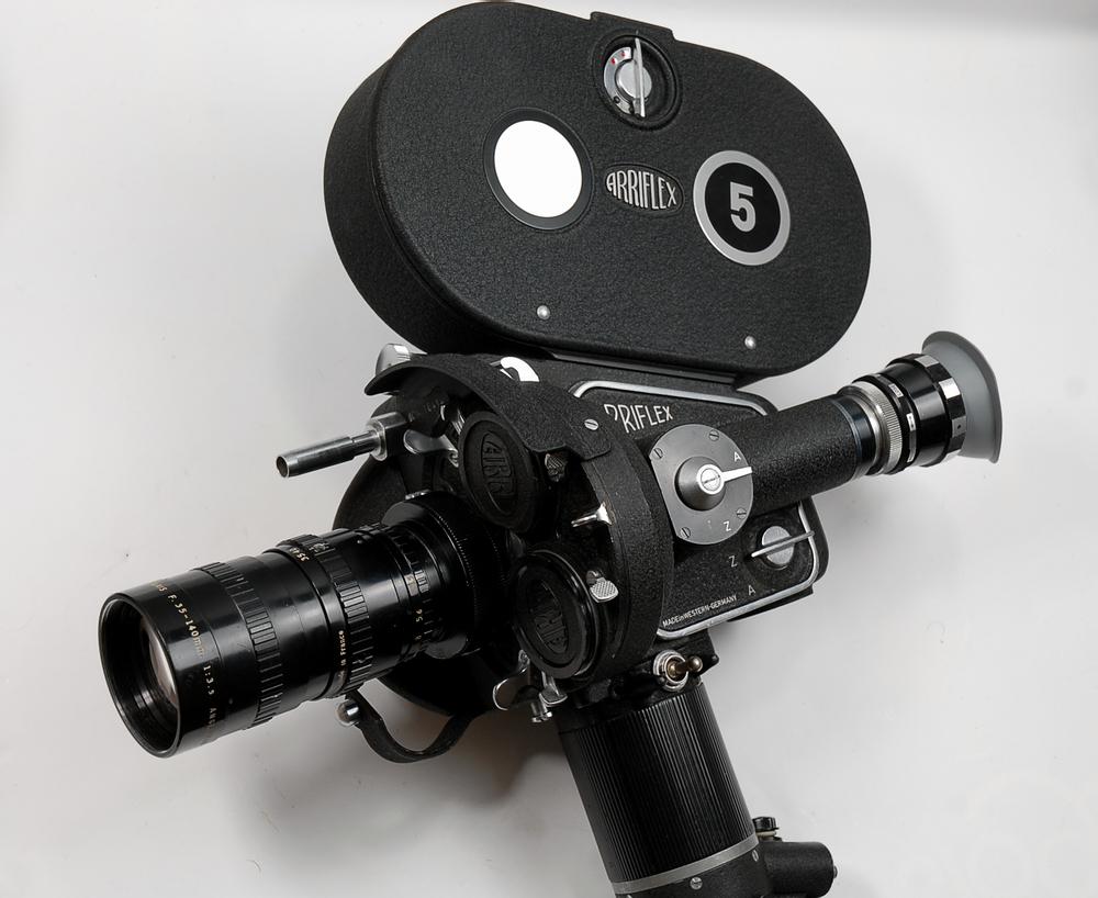 Arriflex 35 IIc mit Angenieux 35-140 und 60m-Magazin