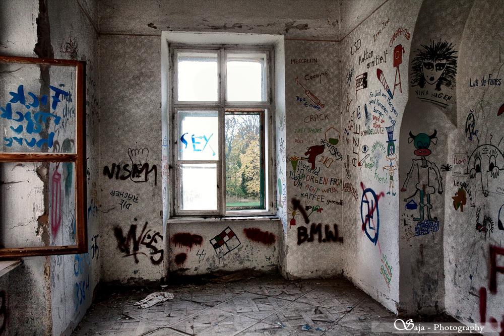 *art-room*