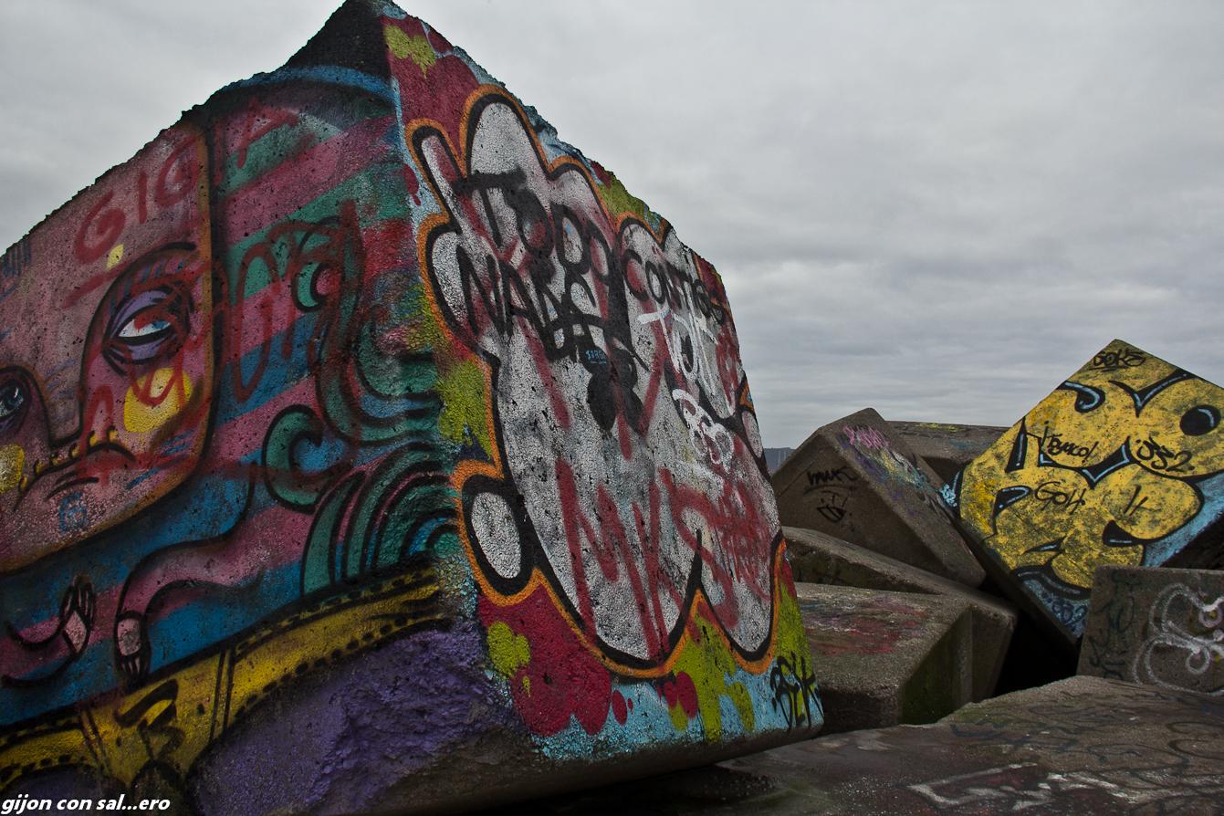 Arte urbano en la escollera