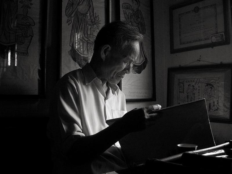 Artist examens his works