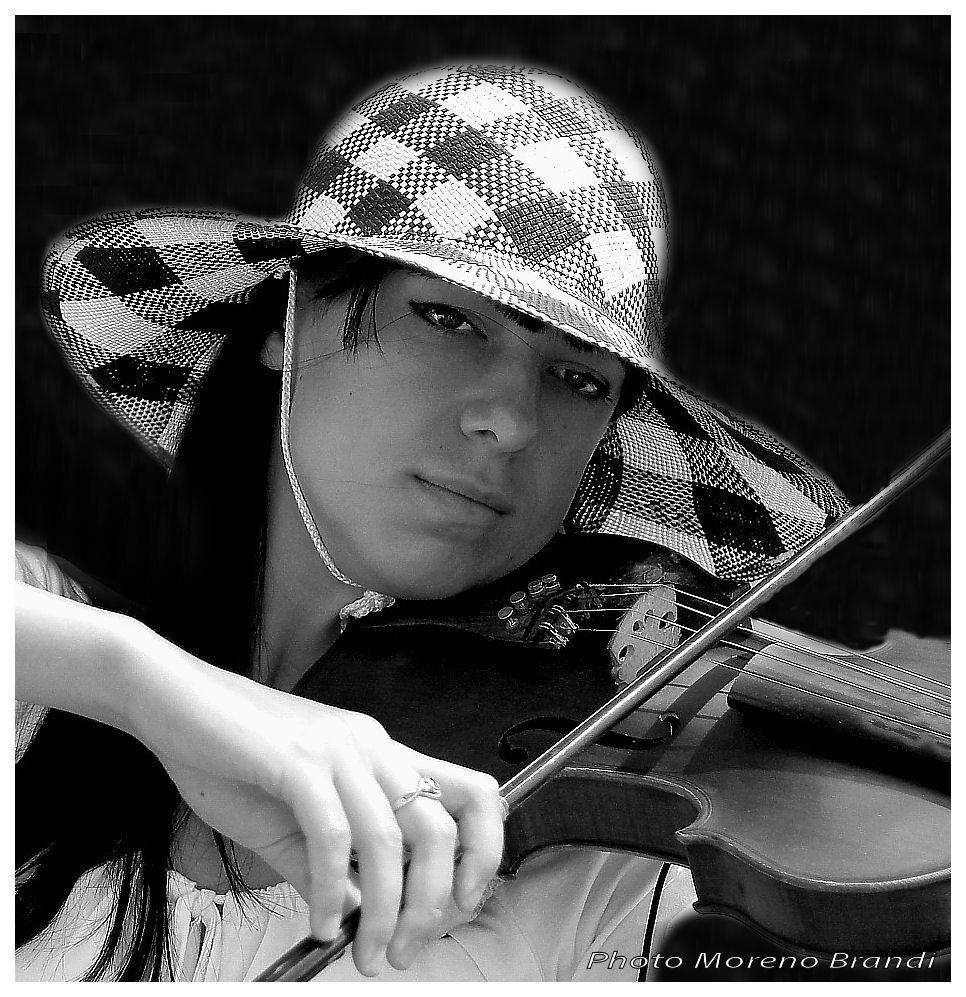 """"""" ARTISTA DI STRADA """" La bella Violinista"""