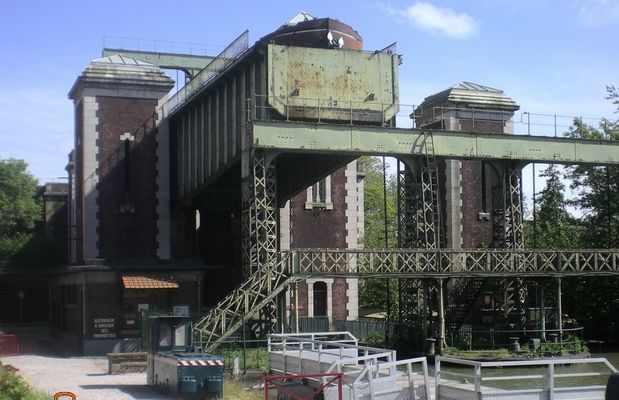 Ascenseur pour bateaux sur le canal de Saint-Omer