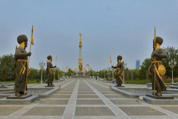 Aschgabat - Zugang zum Präsidentenpalast