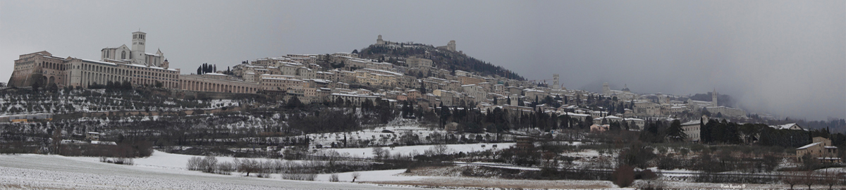 assisi sotto la neve