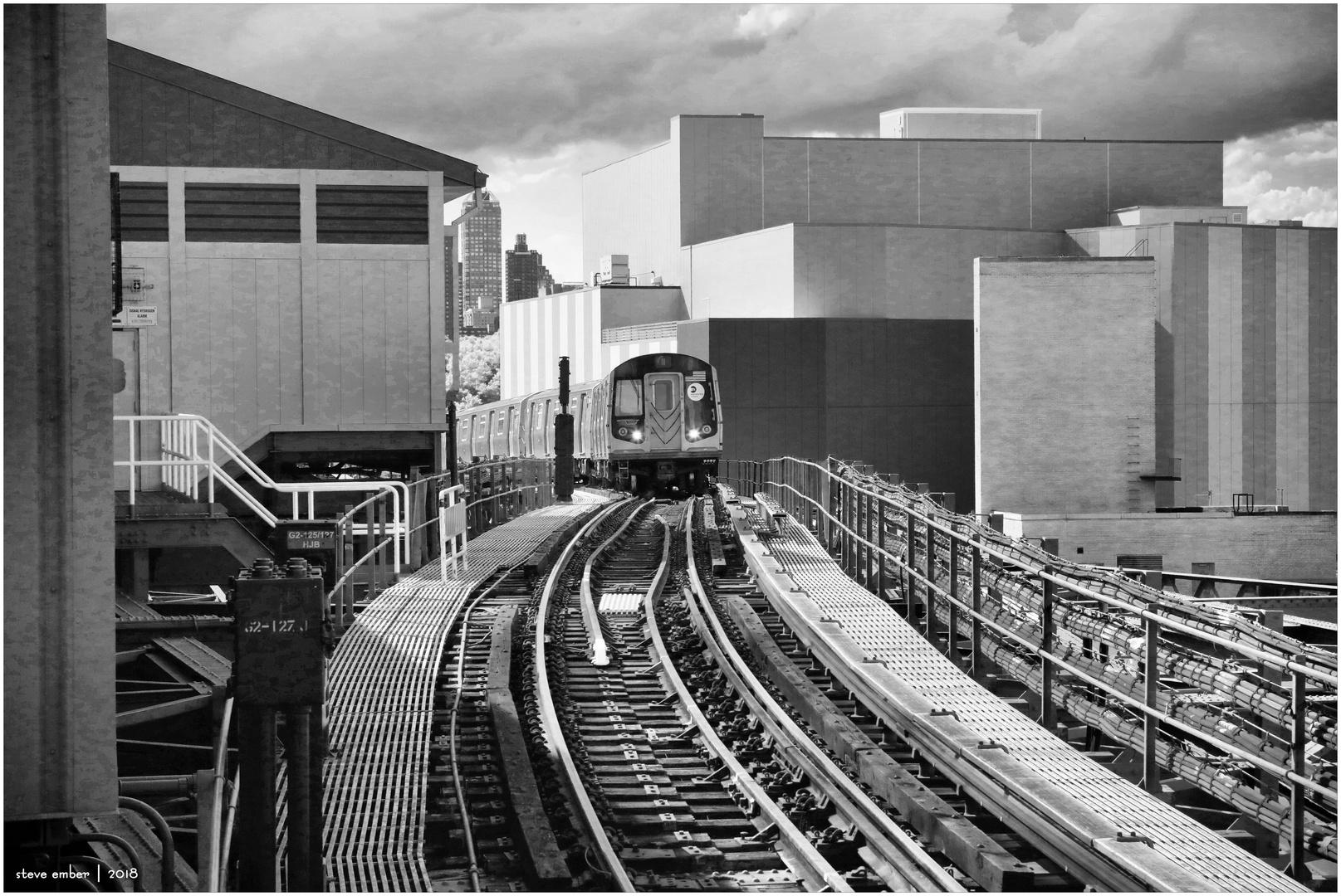 Astoria-bound N Train Approaches Queensboro Plaza Station