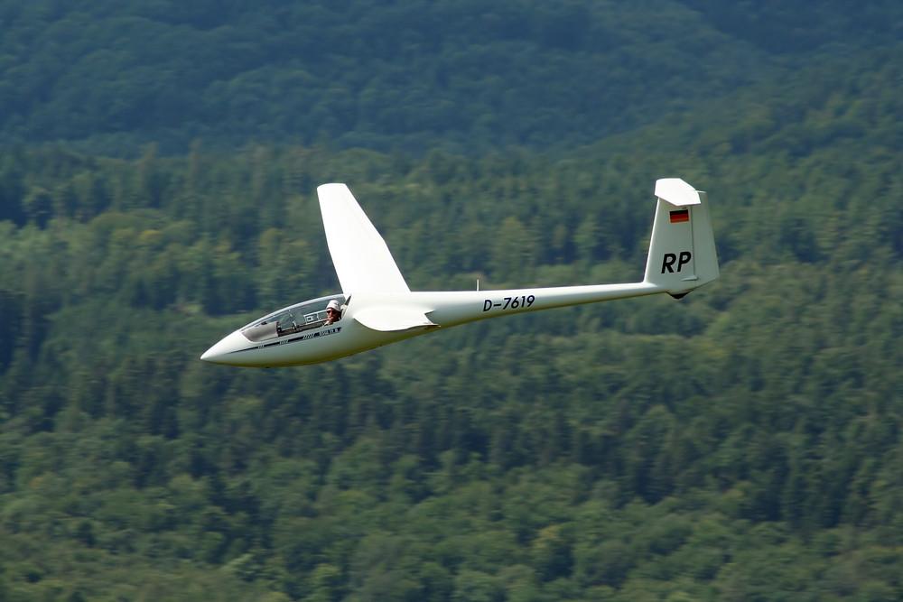 ASW 19 im Hochgeschwindigkeitsvorbeiflug