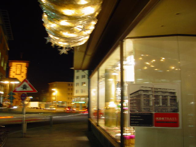 At Night - Die hektische Weihnachtszeit ist bald zu Ende