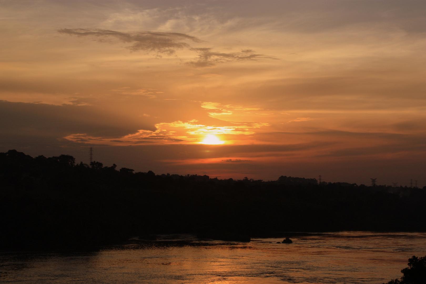 Atarcecer sobre el Nilo en Jinja