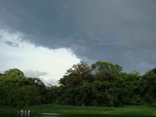 atardecer en lago de Yojoa Honduras