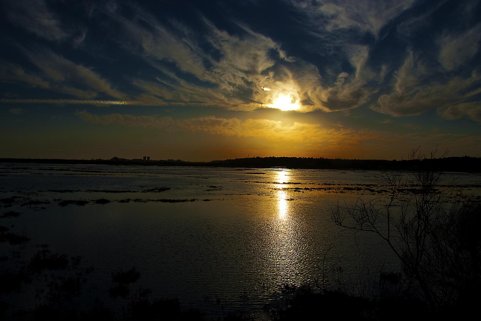 Atardecer en las marismas del rio Piedras