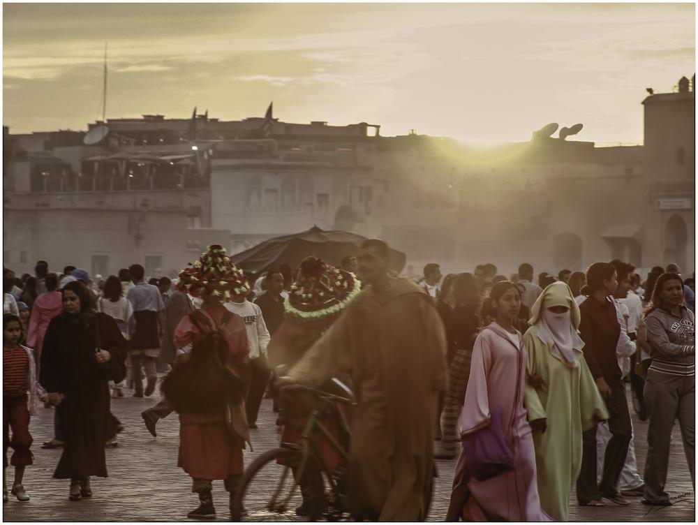 Atardecer en sepia (Plaza Djemaa el Fna Marrakech Marruecos)
