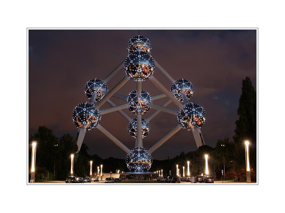 Atomium @ Night
