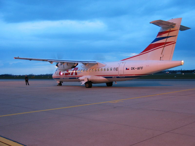 ATR 42 in der Abenddämmerung