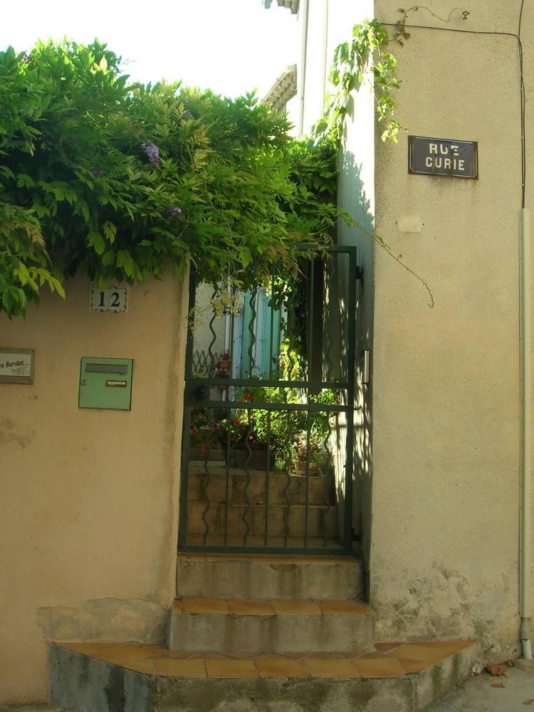 au bout d'une rue de mon village