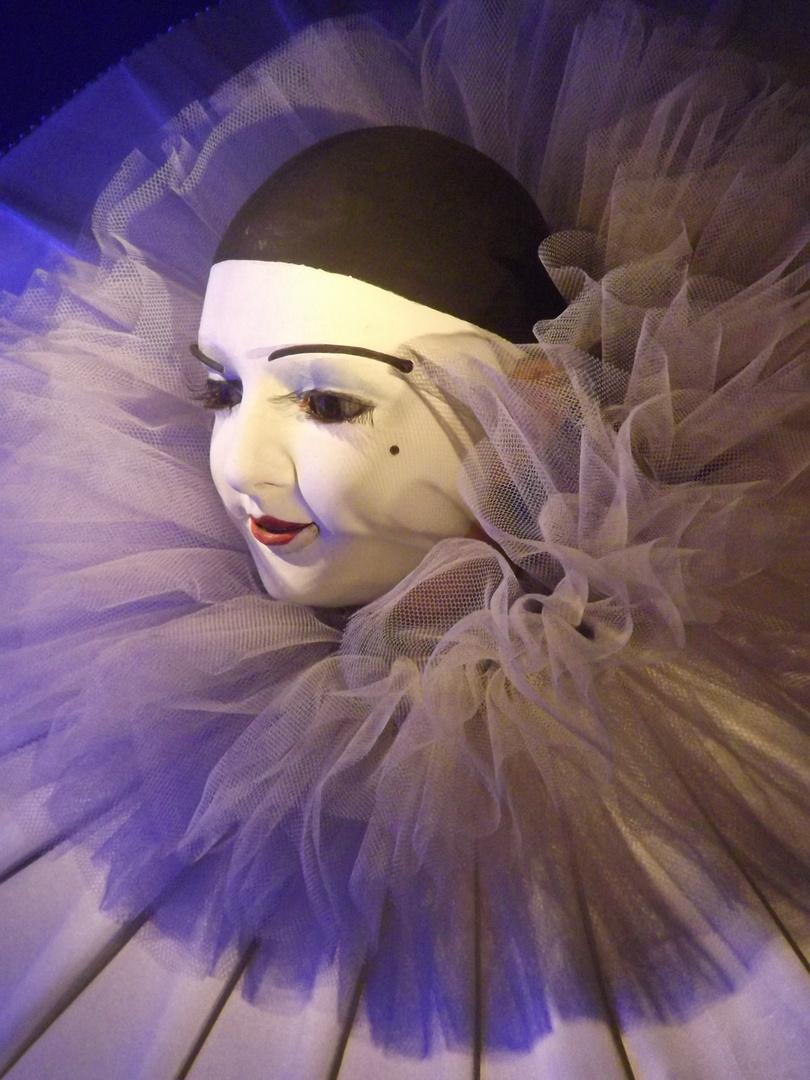 Au clair de la lune, mon ami Pierrot...