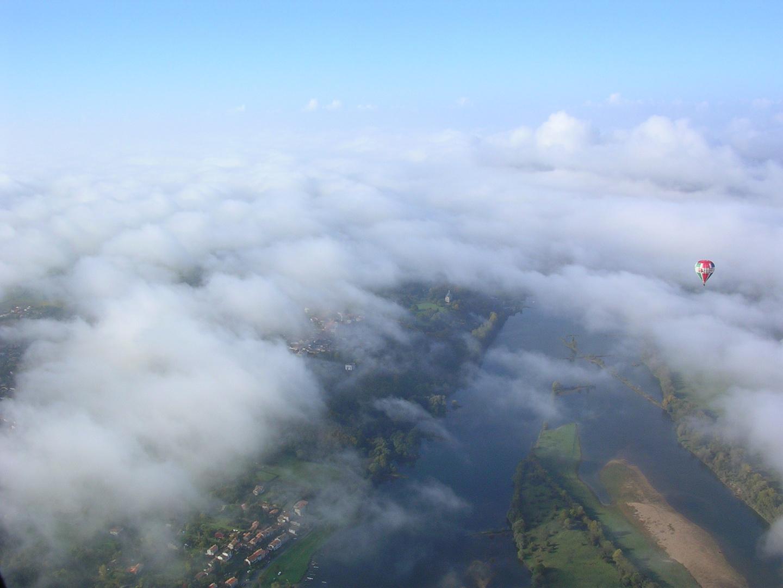 Au dessus de la Loire en Montgolfiere