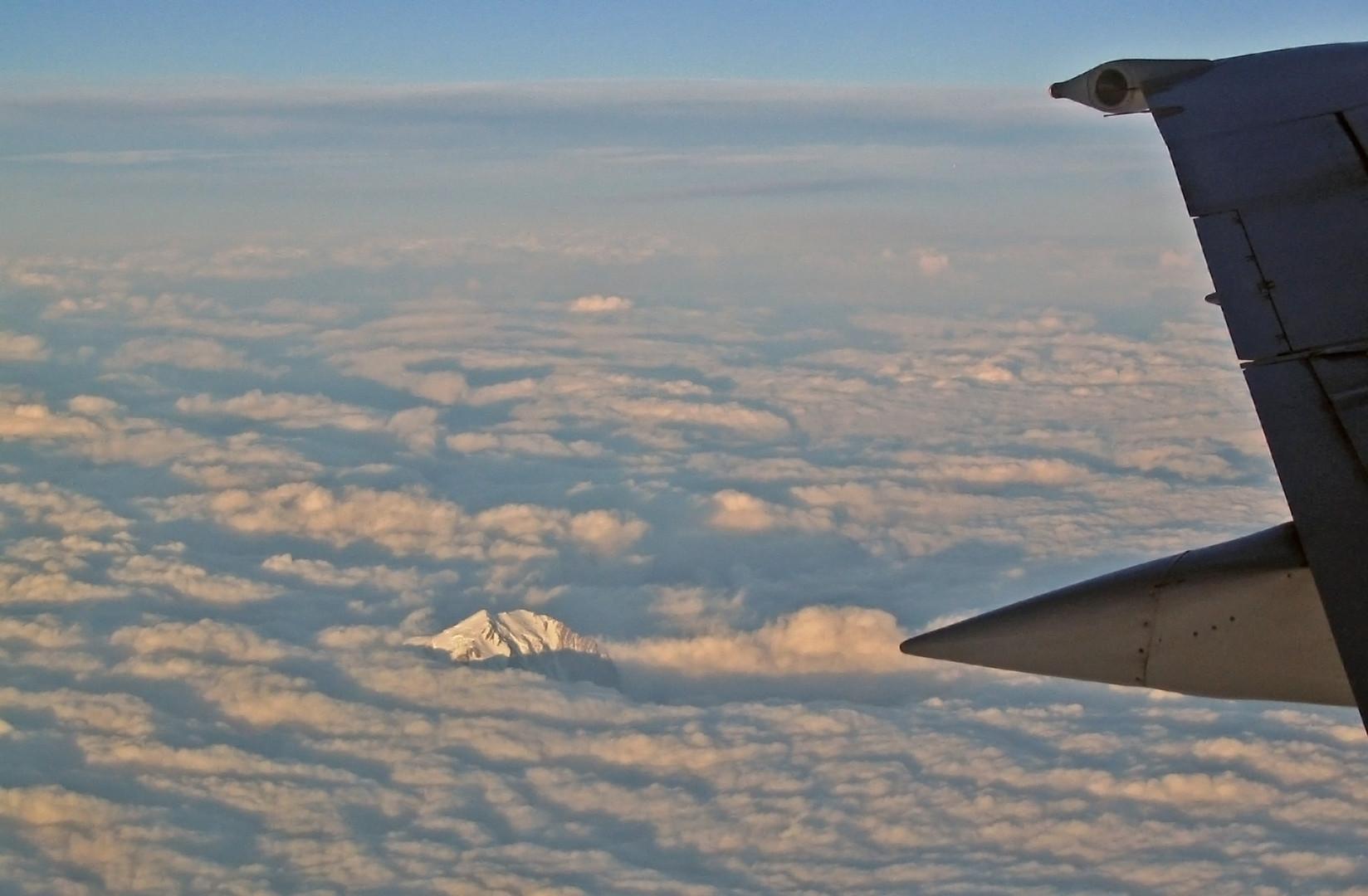 au-dessus des nuages, le Mont-Blanc