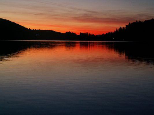 au même endroit quelques minutes plus tard... c'est bien le lac qui penche!