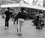 Au printemps revenu, on danse spontanément...
