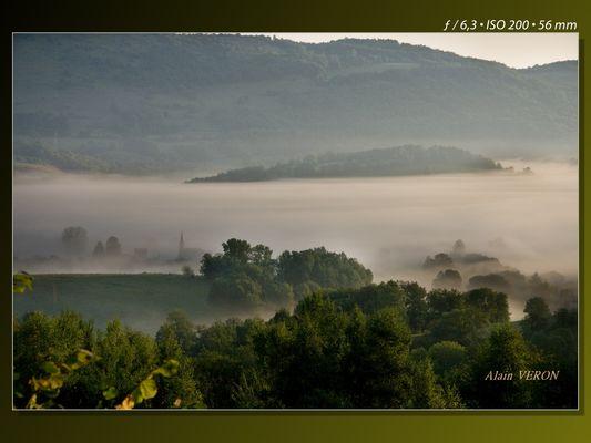 Au soleil levant sous la brume