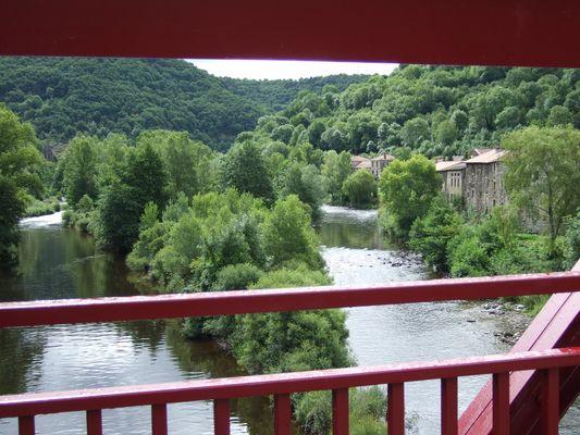Au travers d'un pont