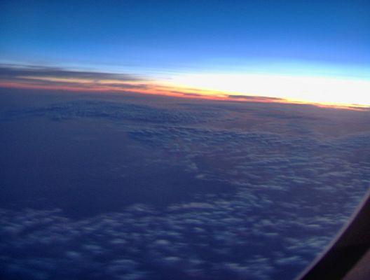 Aube vue du ciel sur l'Atlantique à 4 heures du matin