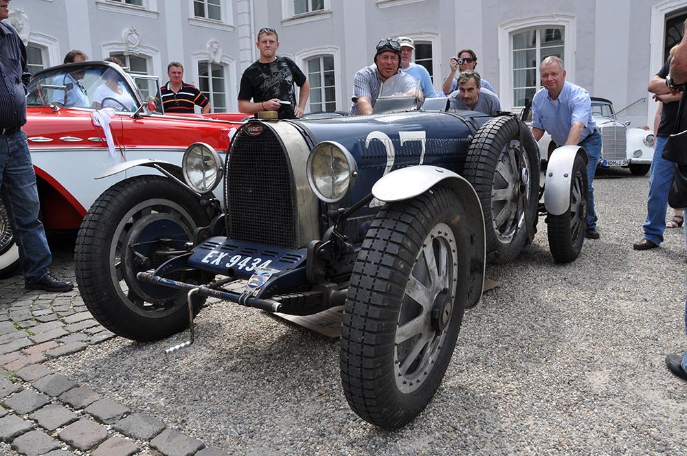 auch alte autos brauchen manchmal etwas hilfe foto bild sport motorsport historische. Black Bedroom Furniture Sets. Home Design Ideas