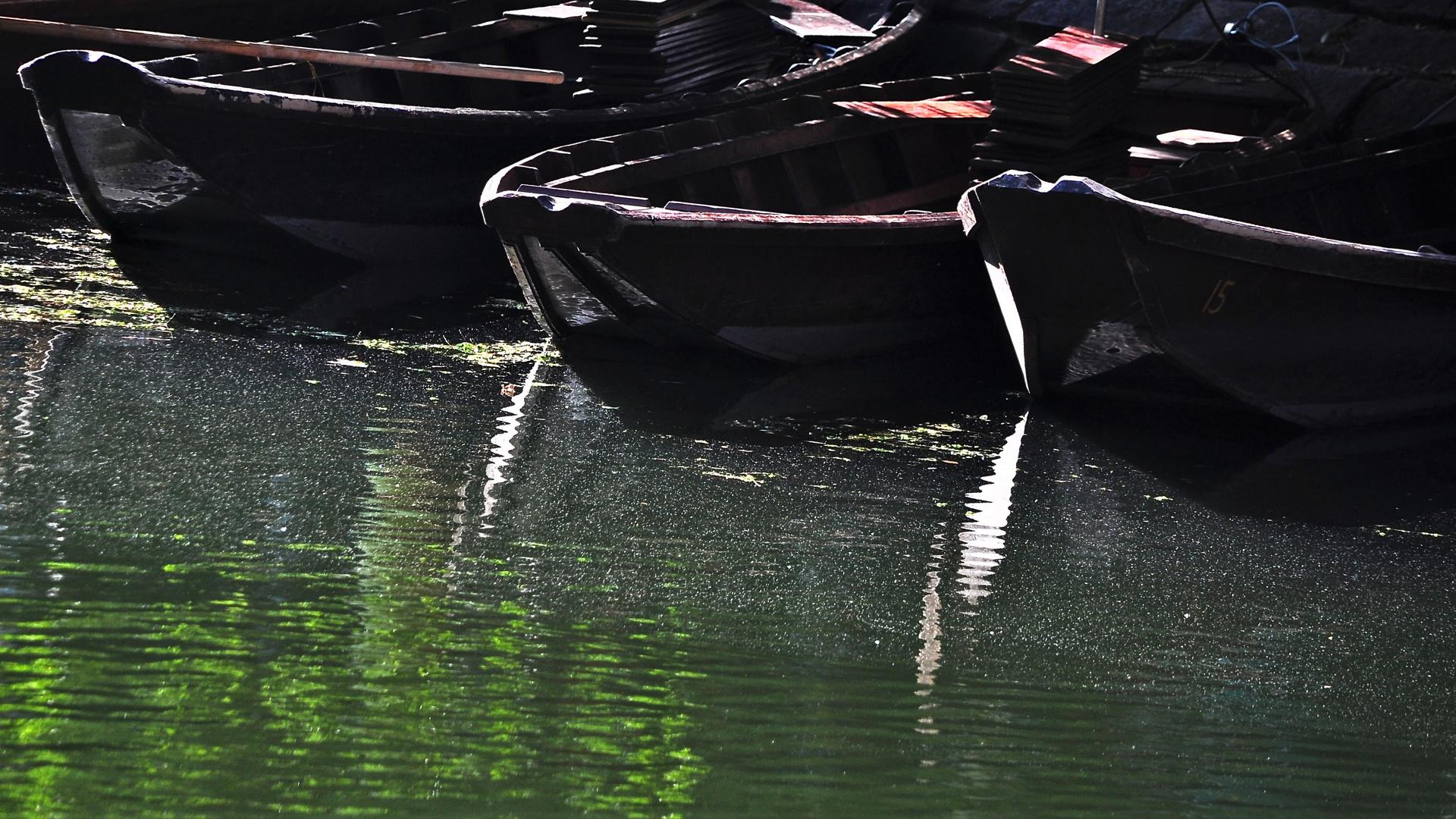 Auch die Stocherkähne blieben am Ufer