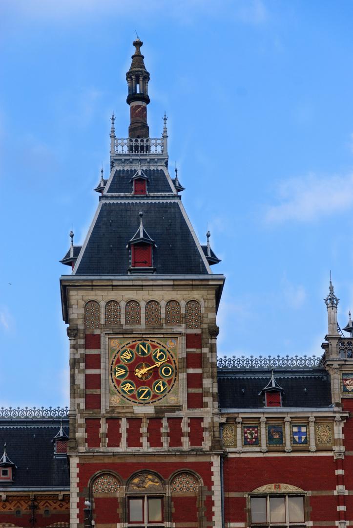 Auch für den Zug ist die Windrichtung entscheidend (Centraal Station Amsterdam)!