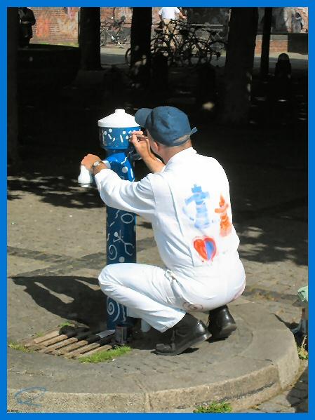 Auch Hydranten wollen geliebt werden.