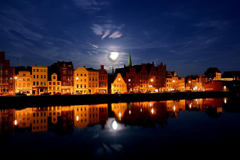 Auch in der Nacht.. ist die Hanse Lübeck die Schönste. *RELOAD*