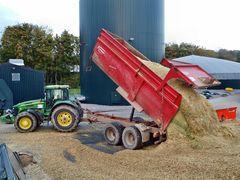 Auch Kipper sind im Maiseinsatz