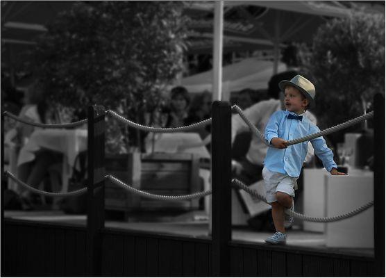 Auch kleine Herren tragen Hut ...
