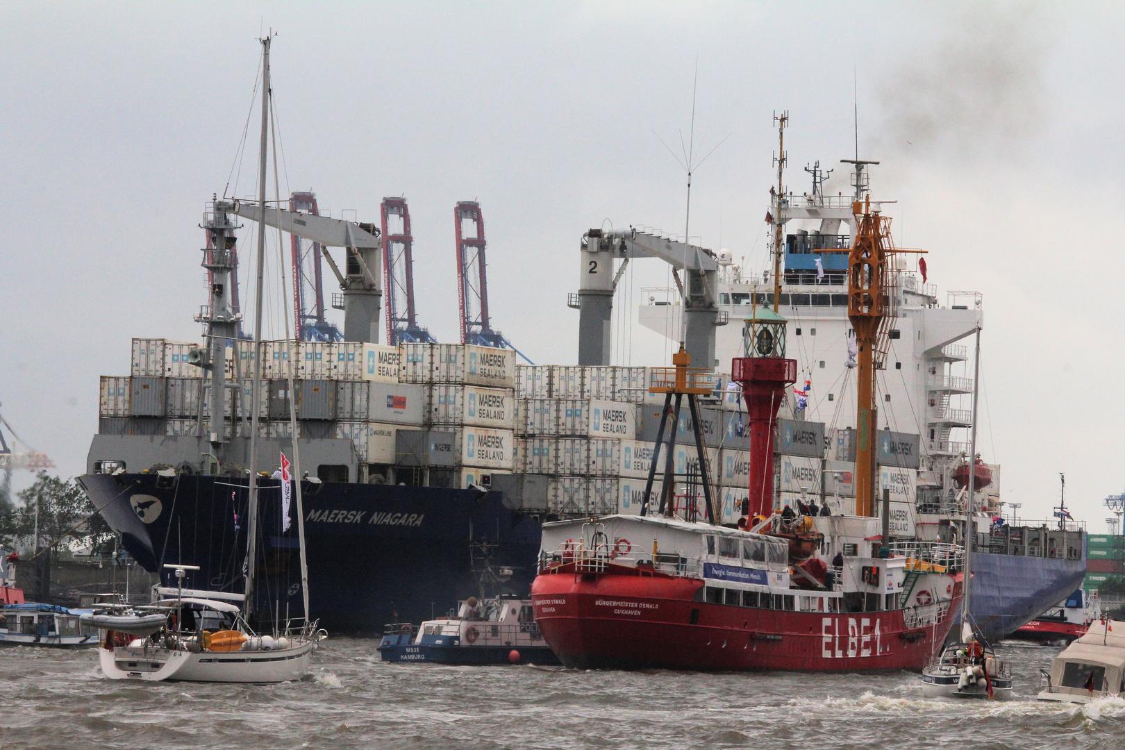 Auch Kontainerschiffahrt läuft auf dem Hamburger Hafengeburtstag 825