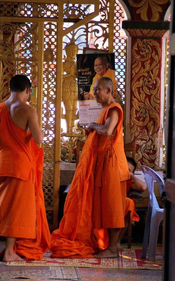 Auch Mönche haben Garderobe