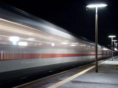 Auch nachts fährt die Bahn